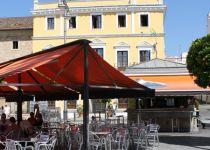Los concesionarios de los quioscos de la Plaza de España reclaman a Rodríguez Osuna que haga públicos los informes de Patrimonio